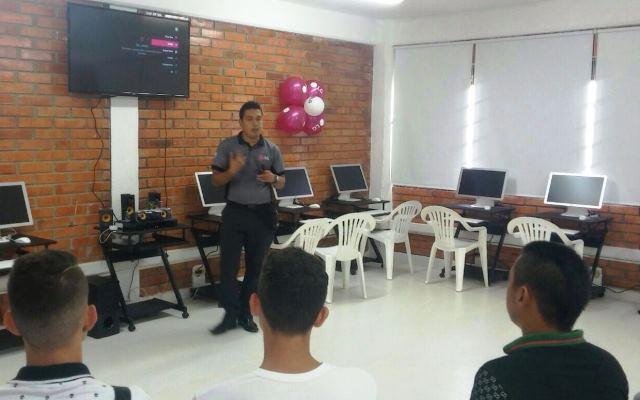 LG EN CÚCUTA. Estudiantes del Minuto de Dios reciben sala de informática