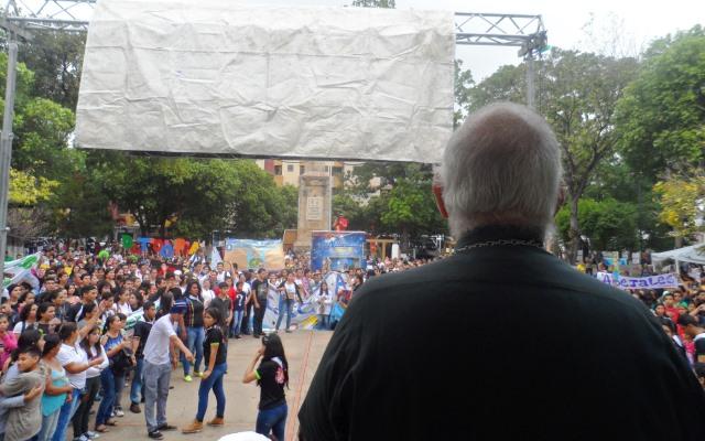 Monseñor Moronta pidió derrumbar las barricadas de los puentes.