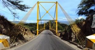 En el puente solo debe permanecer un vehículo de carga, acompañado del tráfico liviano.
