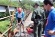 Los aventureros se lanzaron de una altura de 10 metros, luego de ser atados a una cuerda elástica, sujetada a la estructura del puente.