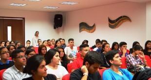 Los jóvenes tuvieron la oportunidad de conocer los recursos físicos con lo que cuenta la institución y al personal administrativo.