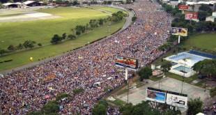 Hacemos un llamado para que todos los hombres y mujeres de Venezuela al expresarse lo hagan con el respeto que merecen las opiniones contrarias.