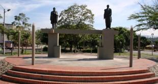 En esencia  y sobre esto, fue  siempre, el gran interés de Santander y Bolívar.