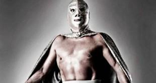 La máscara solo dejaba descubiertos el mentón y la boca. Hice de todo para proteger mi identidad, hasta en aeropuertos.