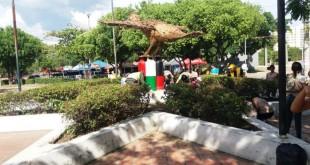 El 'Monumento de la Paz' se levantó teniendo como materia prima las armas cortopunzantes incautadas por la Policía Metropolitana en procedimientos de control.