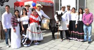 En cada local se encontraron, según la región que representaba, muestras de gastronomía, vestuario, agricultura, costumbres, danzas y música interpretada en vivo.