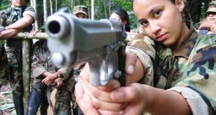 Este descamino hizo creer en el espejismo de que el poder nace del fusil, idea  profundamente errada. / FOTO Periódico La Campana