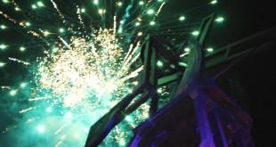 El espectáculo de los fuegos pirotécnicos comenzó. Múltiples colores y luces acompañaron la magnífica ceremonia. La alegría en el rostro de niños, jóvenes y adultos enmarca la noche esperada por el arquitecto cucuteño Jesús Eduardo Romero. / Foto: Especial para www.contraluzcucuta.co