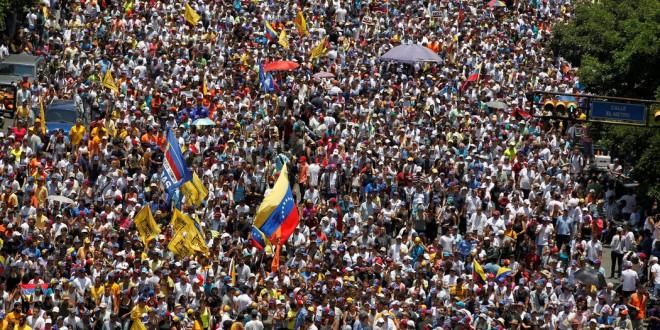 Simpatizantes de la oposición participaron en una protesta en Caracas, el 8 de abril de 2017. / Foto: Christian Veron/Reuters