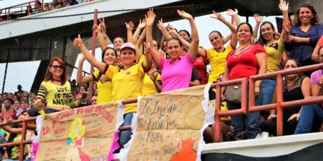 La actividad se llevó a cabo en el estadio General Santander y las 20.000 asistentes participaron en rifas, juegos e intervenciones musicales.  / Foto: PRENSA ALCALDÍA