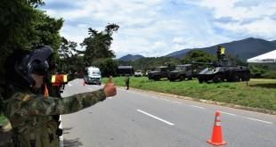 En las vías que comunican a Cúcuta con Bucaramanga, Tibú y Ocaña, el Ejército hizo presencia para atender cualquier solicitud o recibir información por parte de los viajeros.  / Foto: Especial para www.contraluzcucuta.co
