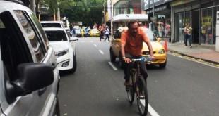 El ciclista urbano es aquel que, a pesar de usar a diario la bicicleta, nunca ha oído hablar de que hay que respetar las normas.