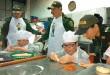 Un panadero experimentado hizo las recomendaciones a los aprendices. / Foto: PRENSA DENOR