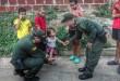 Los niños estrenaron los elementos en el desafío futbolístico contra los policías.